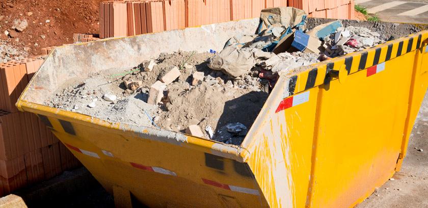 Container mit Bauschutt einer Baustelle