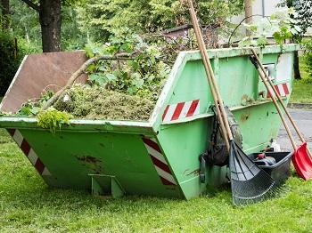 Container mit Gartenabfällen